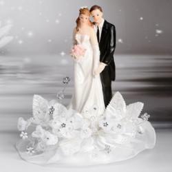 Sposi eleganti con bouquet e pizzo per torte